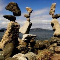 Bill Dan ~ Stone balancing Art