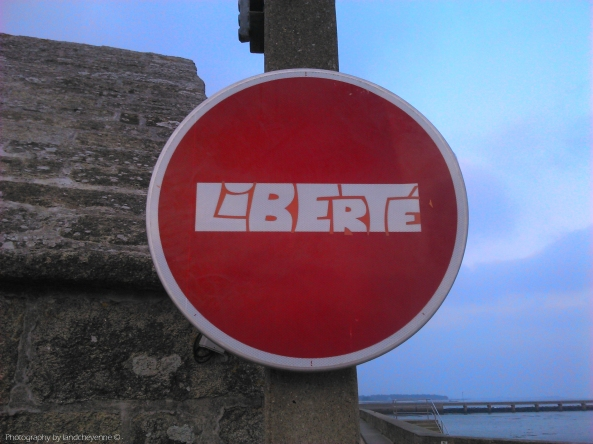 Liberté - Photography  by longbull - Blog Landcheyenne Street Art